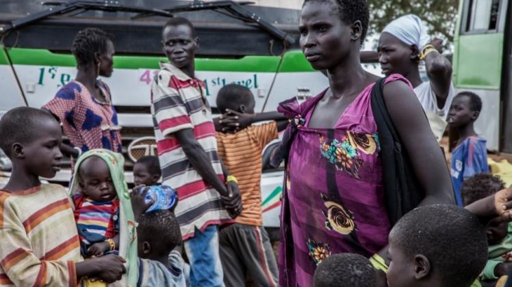 La réfugiée sud-soudanaise Nyawett, accompagnée de 10 enfants, peu après avoir rejoint le camp de Gure Shombola, en Ethiopie.